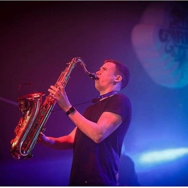 Si Sax, live in action